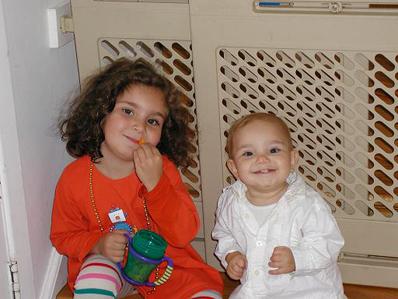Sammi & Ronni with snack
