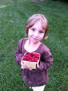 kid-raspberries